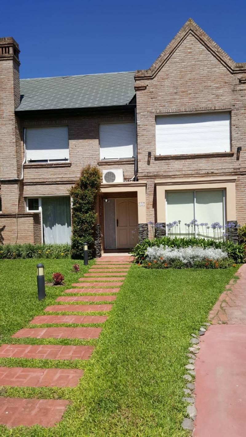 Venta | Parravicini 8901. Casa de 4 dormitorios.